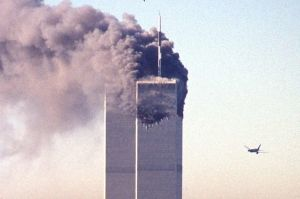 le-matin-du-11-septembre-2001-respectivement-a-8h46-et-a-9h03-deux-avions-de-ligne-percutent-les-tours-jumelles-du-world-trade-center-a-new-york