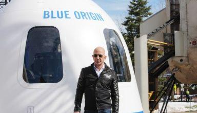 Jeff Bezos devant New Shepard